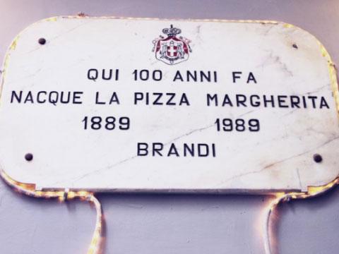 Placa conmemorativa de la pizza Margarita en Nápoles