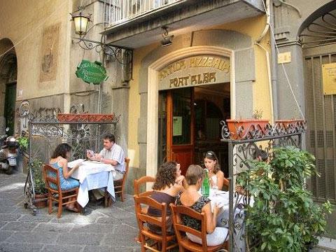 Antica Pizzeria Port'Alba, la primera pizzería del mundo