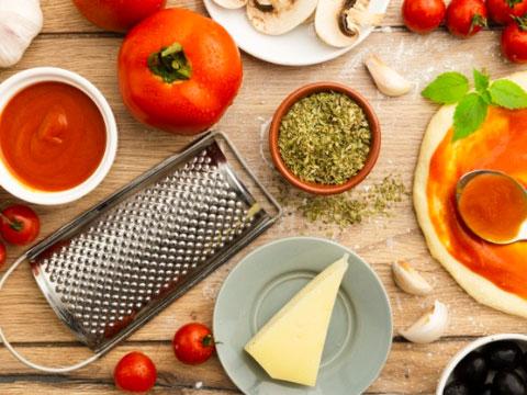 Ingredientes y coberturas de la pizza - Cortesía de Freepik.com